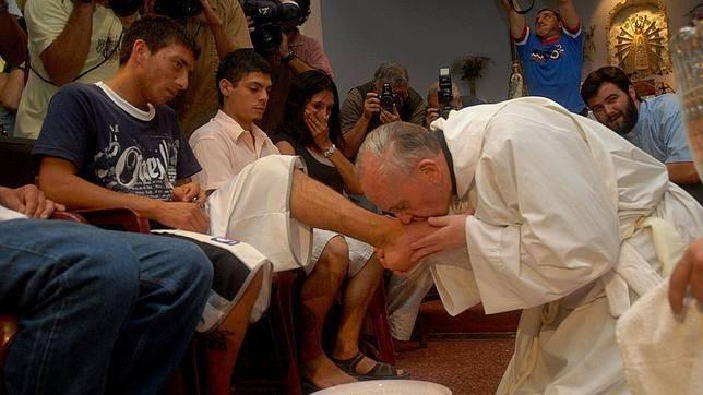 Lavatorio de pies papa Francisco catolicos con accion